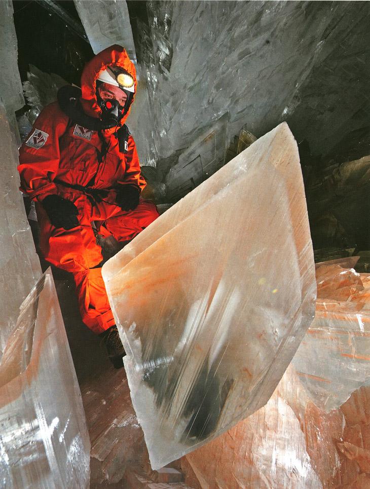 Из-за этого пещера до сих пор полностью не исследована, ведь без серьезной защиты здесь можно находи