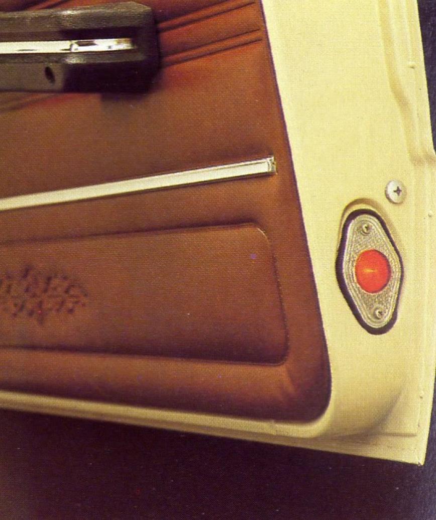 Кроме того, в салоне можно увидеть более комфортабельные сиденья, а на передней панели возле часов &
