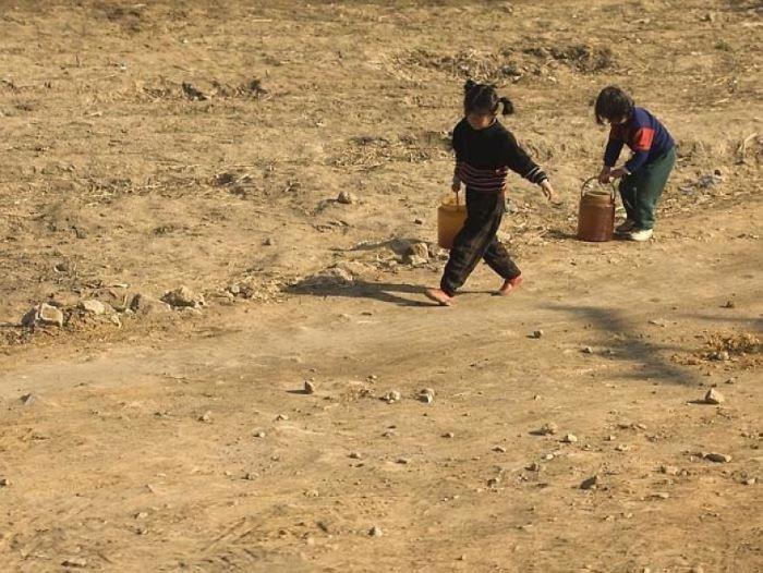 В бедных семьях дети вынуждено тяжело работать. Однако фотографировать их труд нельзя. Даже когда Ла