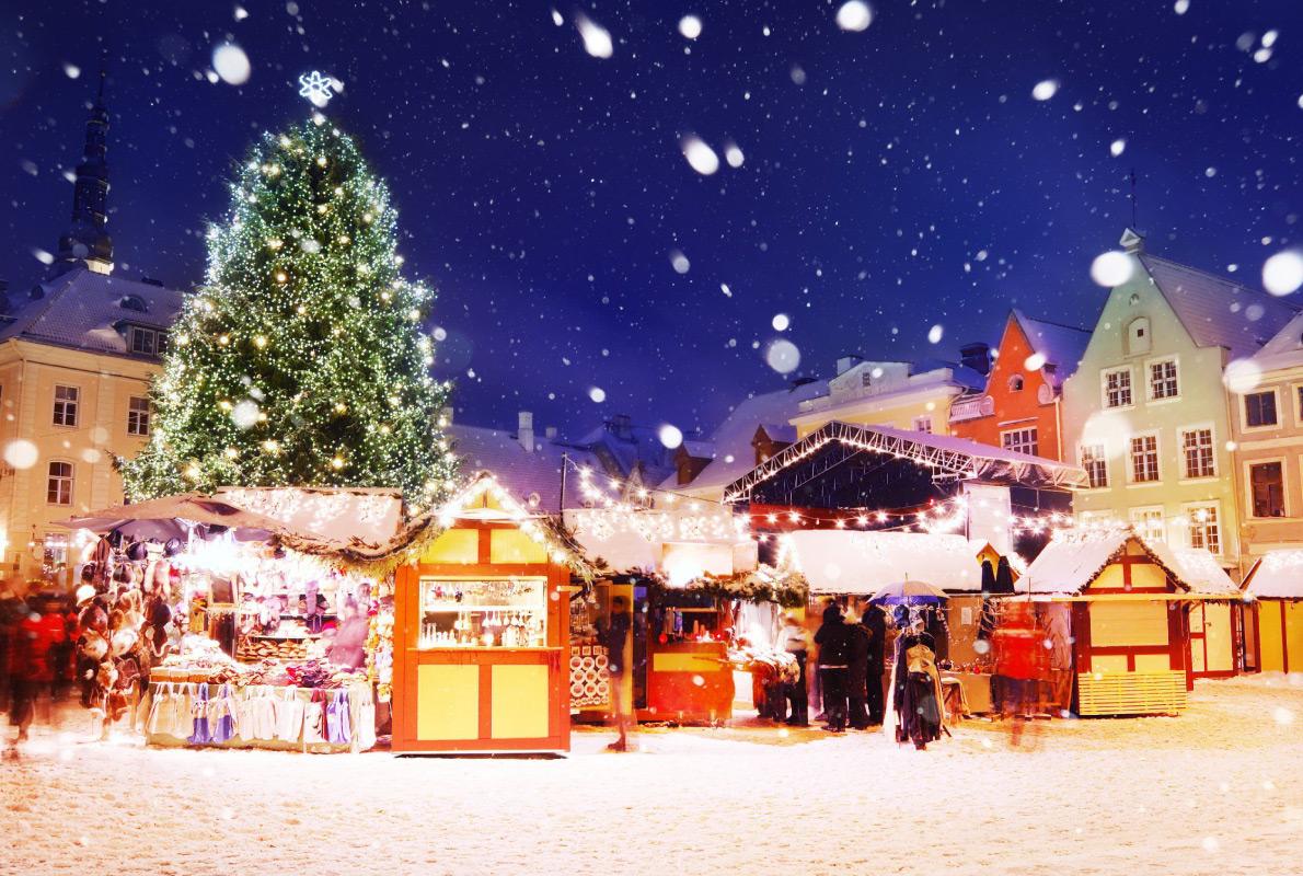 Ярмарка в столице Эстонии хороша тем, что здесь на Рождество наверняка будет лежать снег.