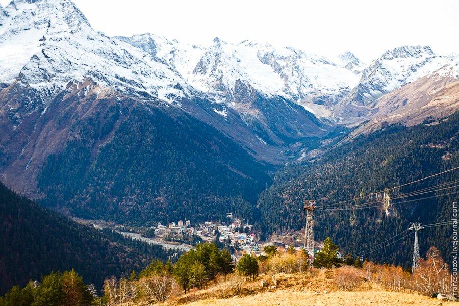 Садимся на вторую очередь подъемника и поднимаемся в горы еще на 300 метров по высоте: