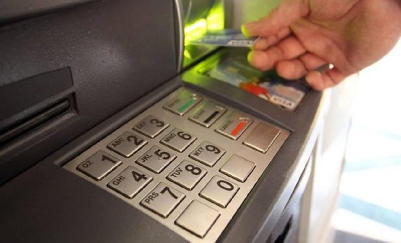 В России запретят снимать наличные с анонимных банковских карт иэлектронных кошельков
