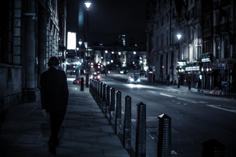 A Voyeuristic Sneak Peek into London by Edo Zollo