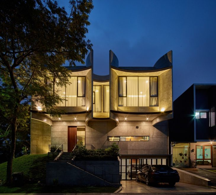 Photography by Eric Dinardi     RAW Architecture  designed this stunning luxury