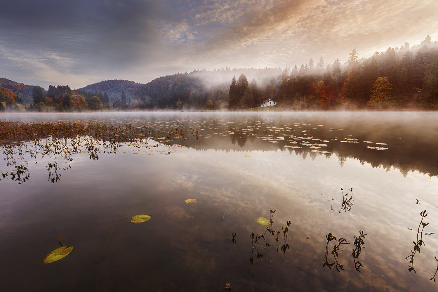 Stunning Autumnal Sunset On Lake Genin (8 pics)