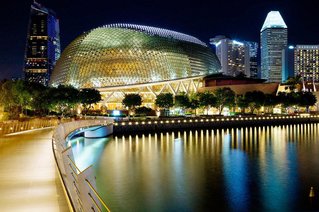 Вечерний Сингапур. Театр Эспланада.