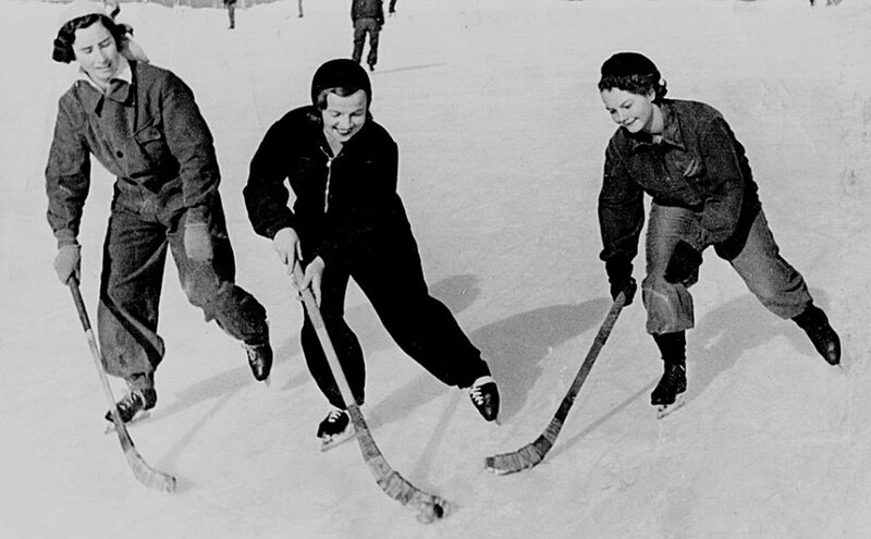 Хоккеистки.