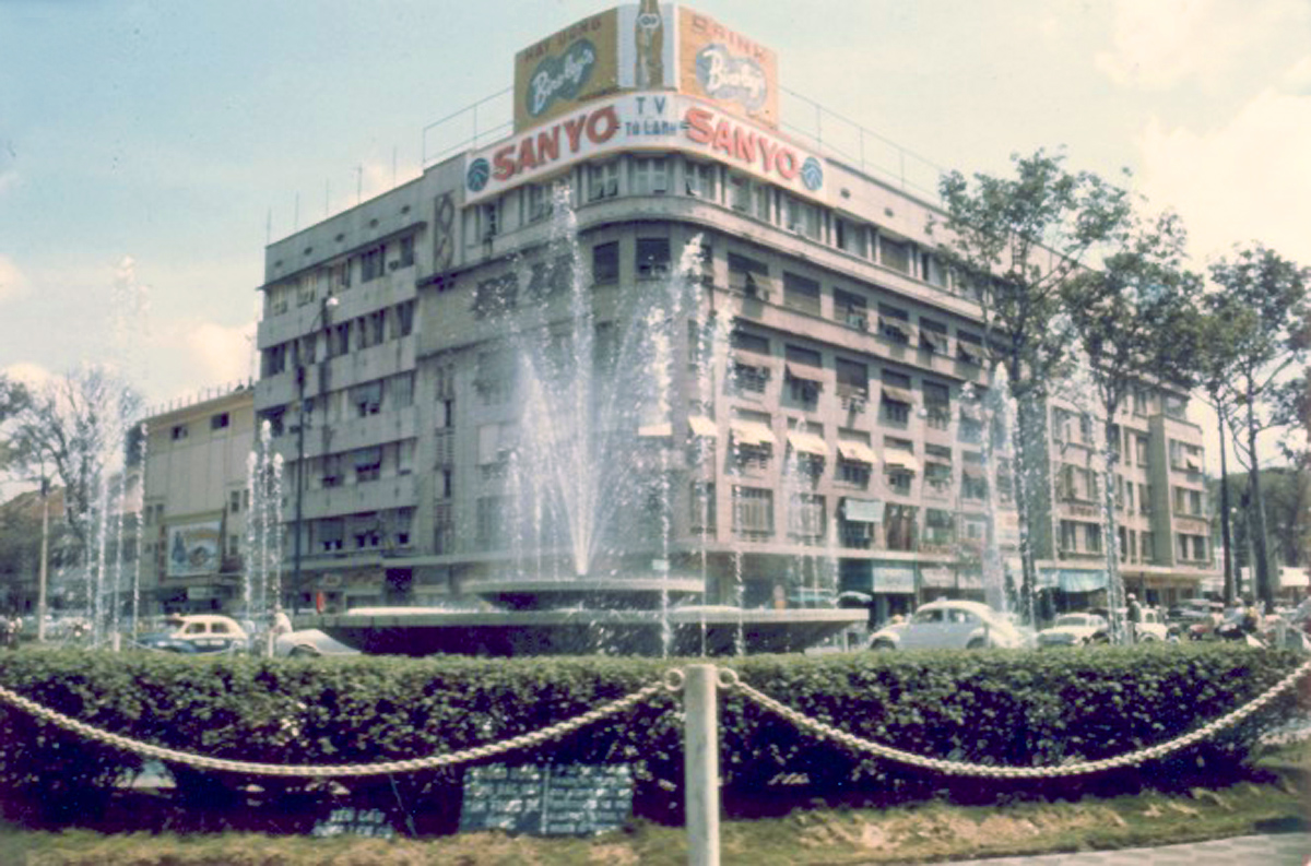 Фонтан на площади Лам Сон