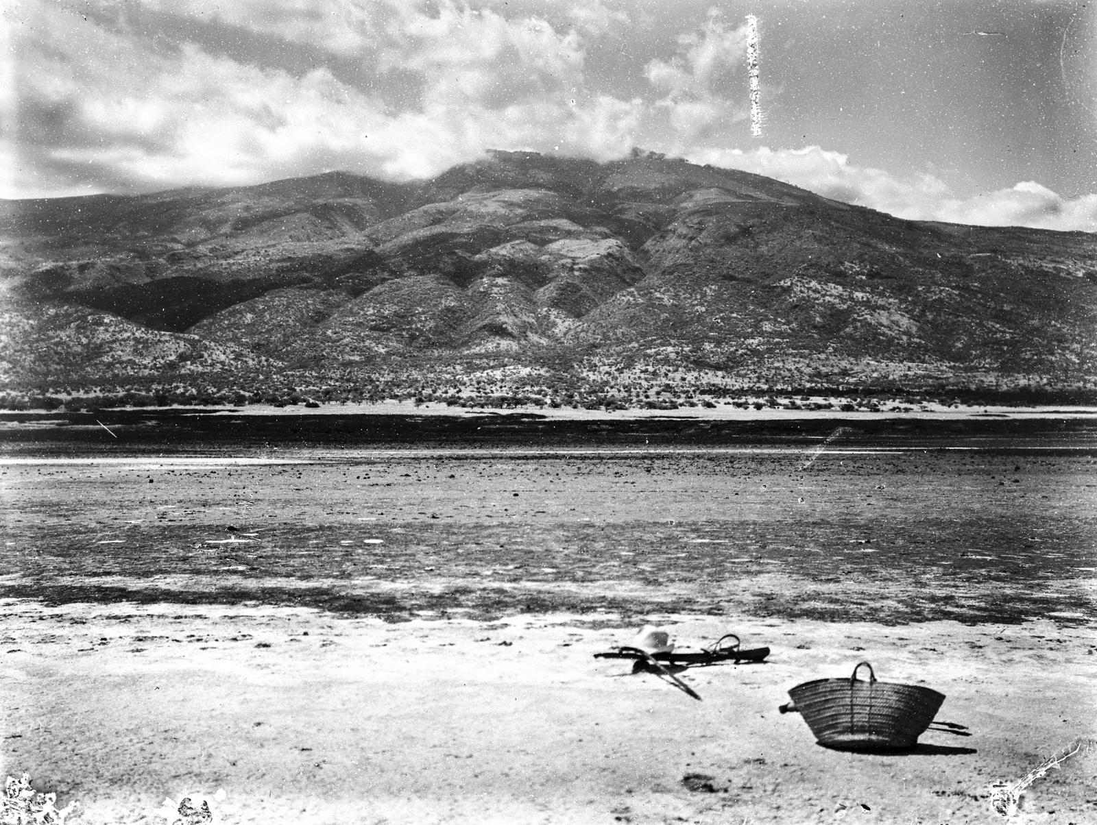 51. Озеро Натрон с вулканом Гелей