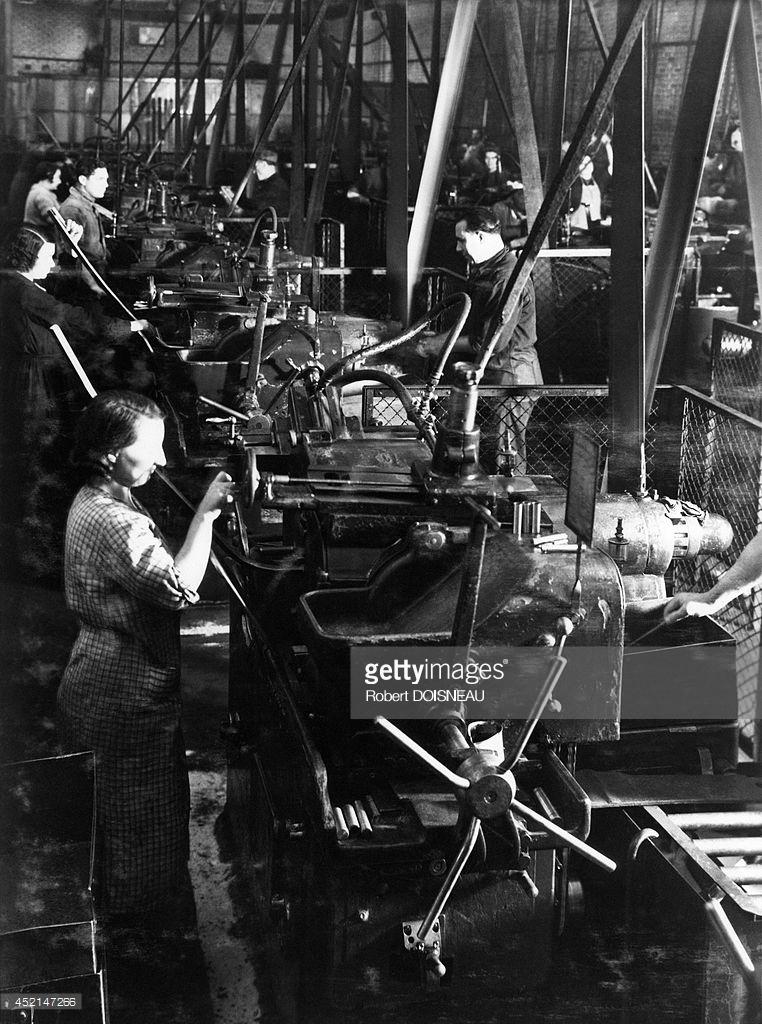 1950. Рабочие на сборочной линии Рено