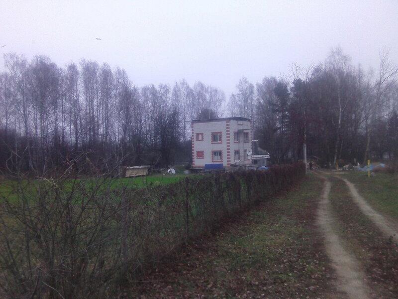 Дом со стороны.
