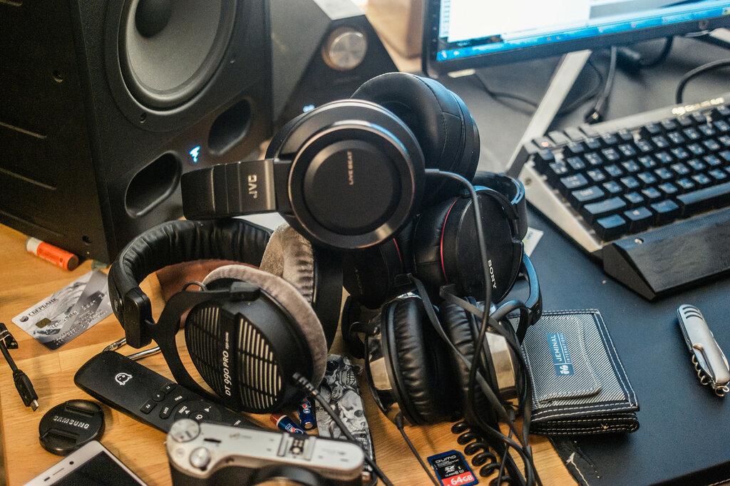 Headphones pile