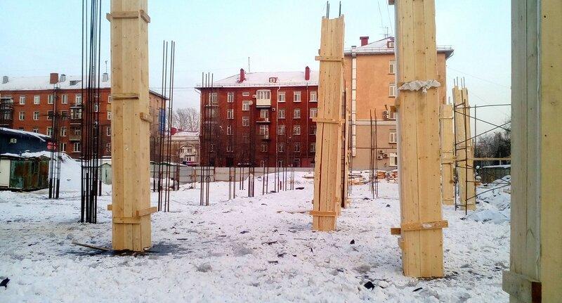 Арматура и опалубка на стройплощадке
