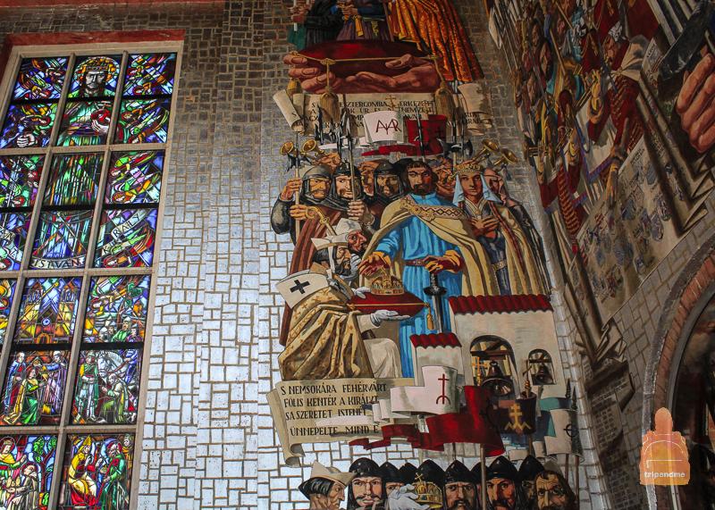 Стена, на которой запечатлены фрагменты венгерской истории