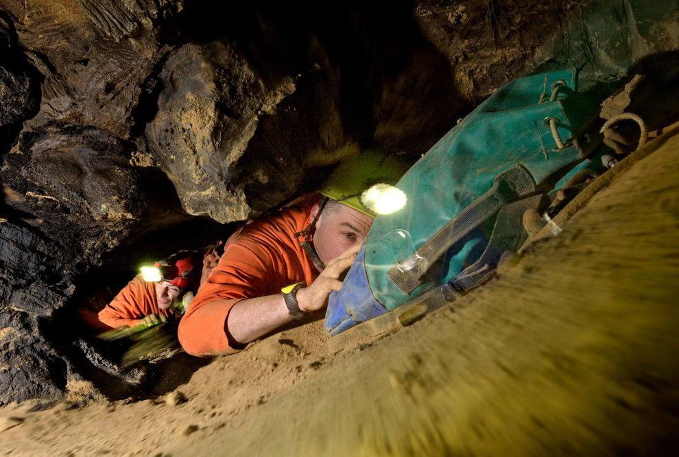 Есть в системе пещер Эр Ван Дон и кристально чистые озера: