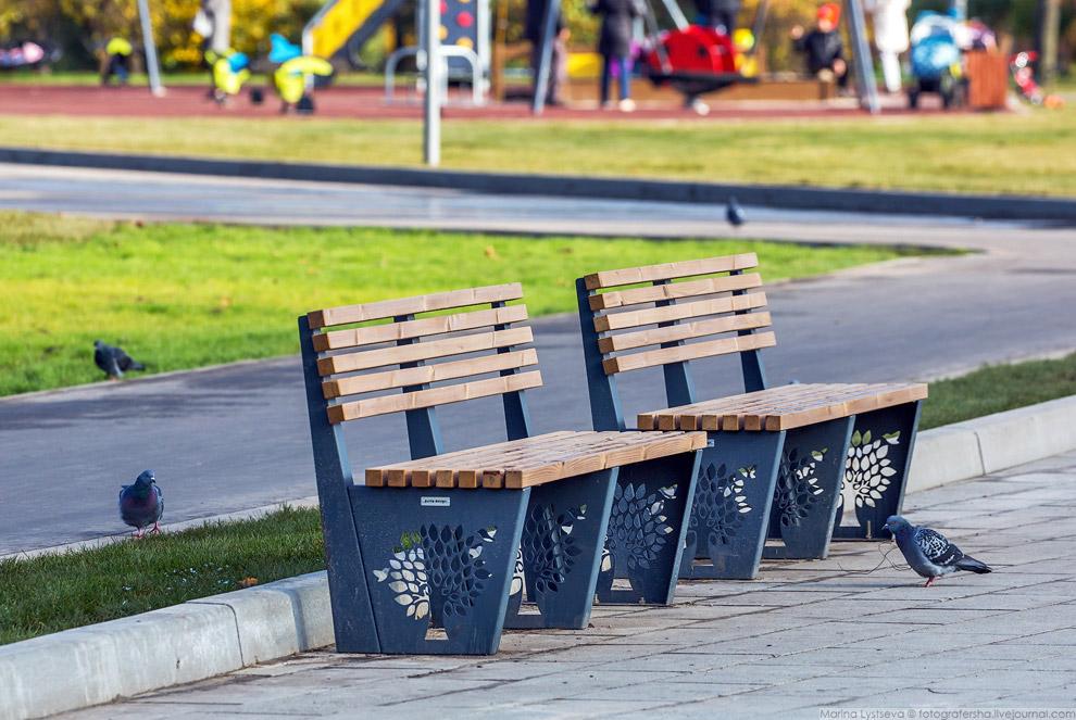 7. В парке появилось восемь детских игровых площадок, почти на всех наблюдался аншлаг.
