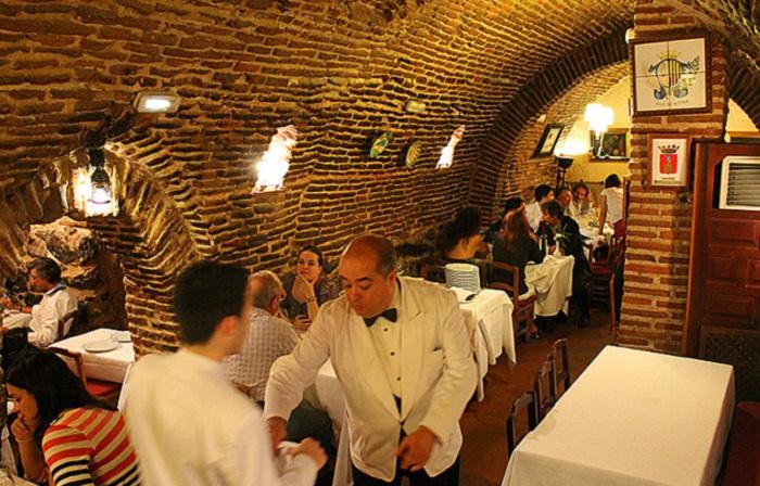 История ресторана началась еще в XVIII веке, когда в Мадрид из далекой провинции в поисках лучшей жи