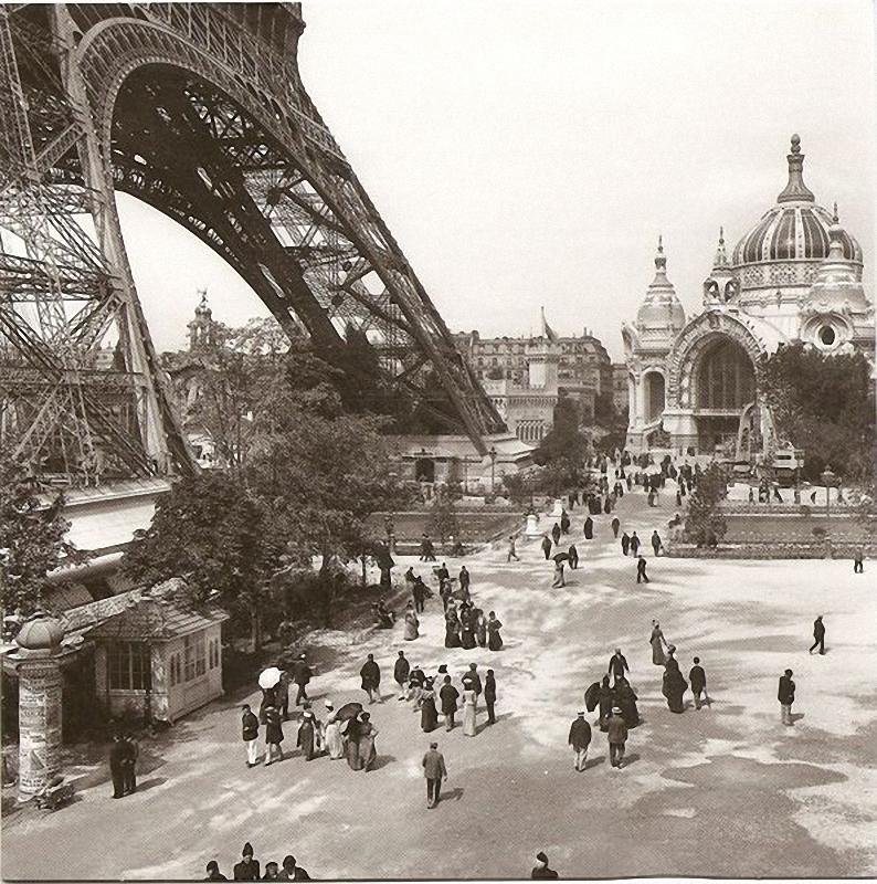 29. Всемирная выставка 1900 года. Эйфелева башня гордится своей высотой эти тринадцать лет, возведен