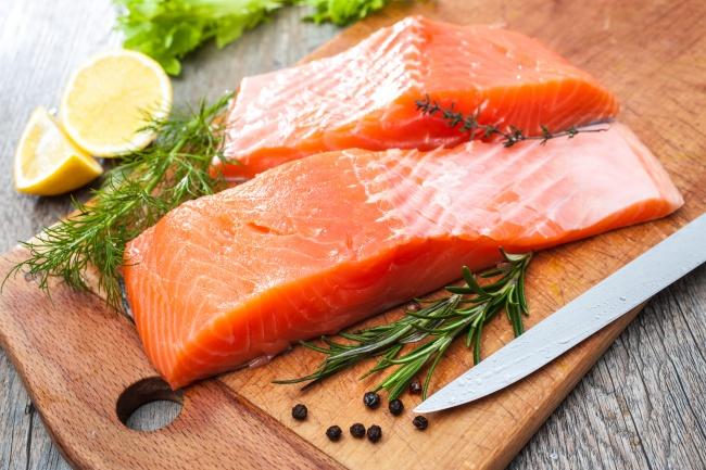 © Depositphotos     ВАвстралии иНовой Зеландии действительно запрещен лосось , выращенн