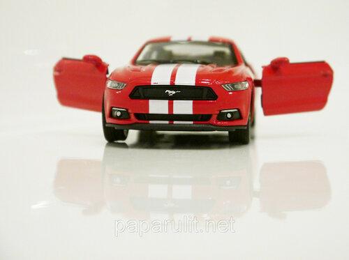 Kinsmart Ford Mustang GT 32.jpg