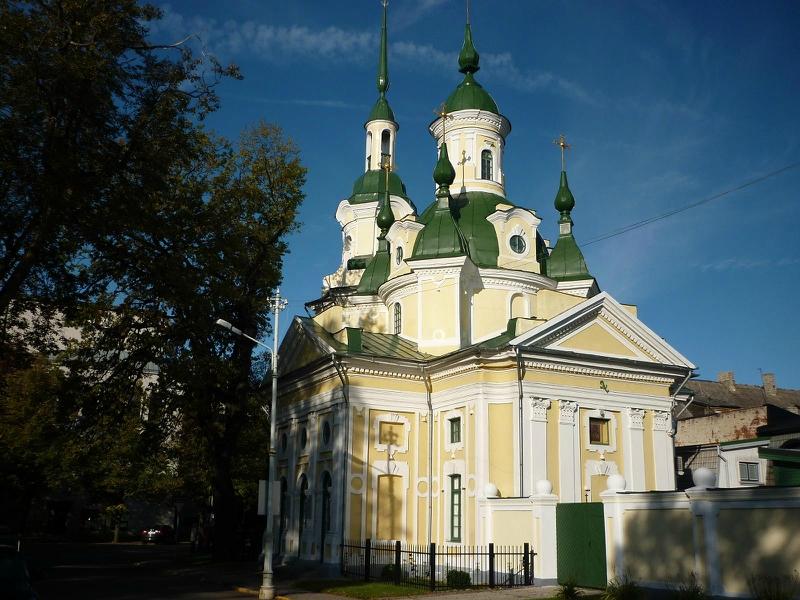 Построенная в 1768 году Екатерининская церковь - самая чистая по стилю и роскошная церковь в стиле барокко в Эстонии..JPG