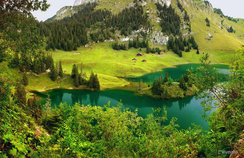 Озерo в горах