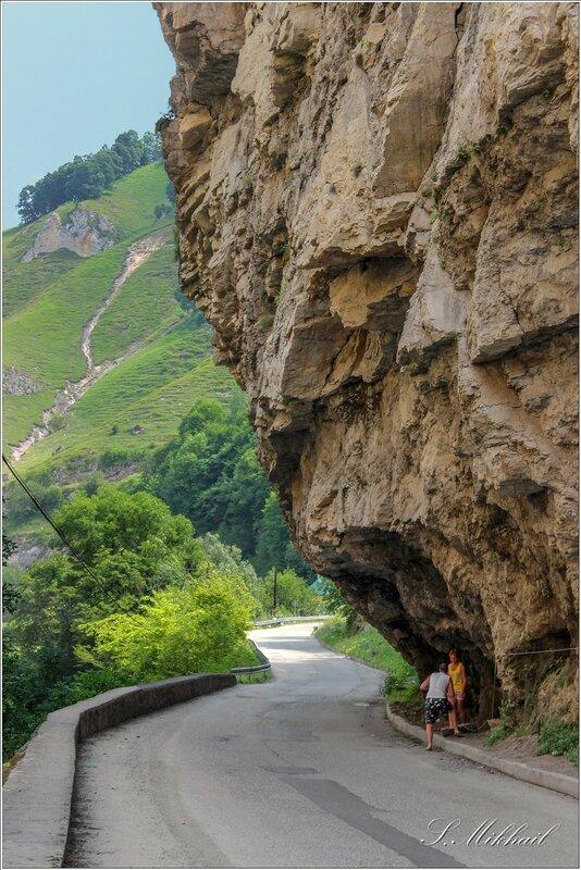 Чегемское ущелье - дорога к водопаду. дорога, ущелье, здесь, Скалистый, метров, Чегемское, находится, скальными, республики, тянется, рядом, иногда, место, узкое, самое, хребет, Чегемом, части, нужно, КабардиноБалкарии