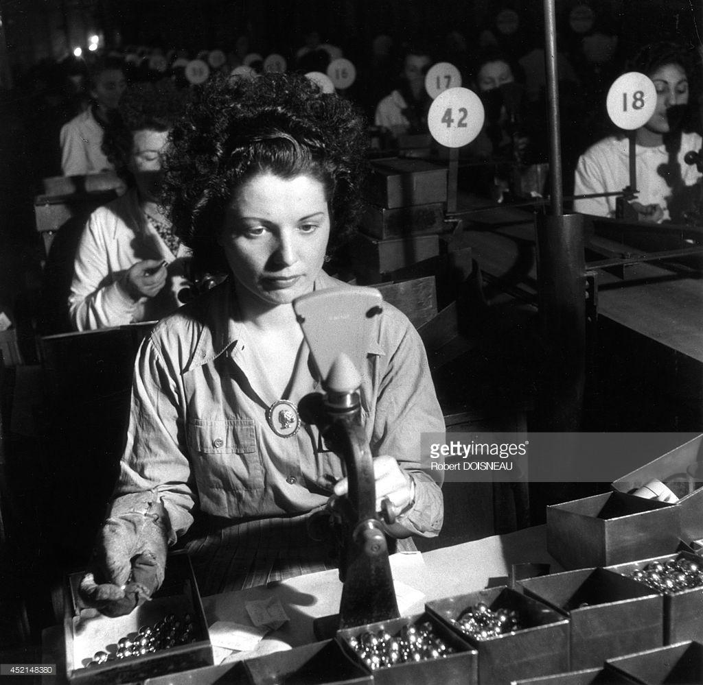 1945. Работница на заводе Рено в Булони Бийанкур