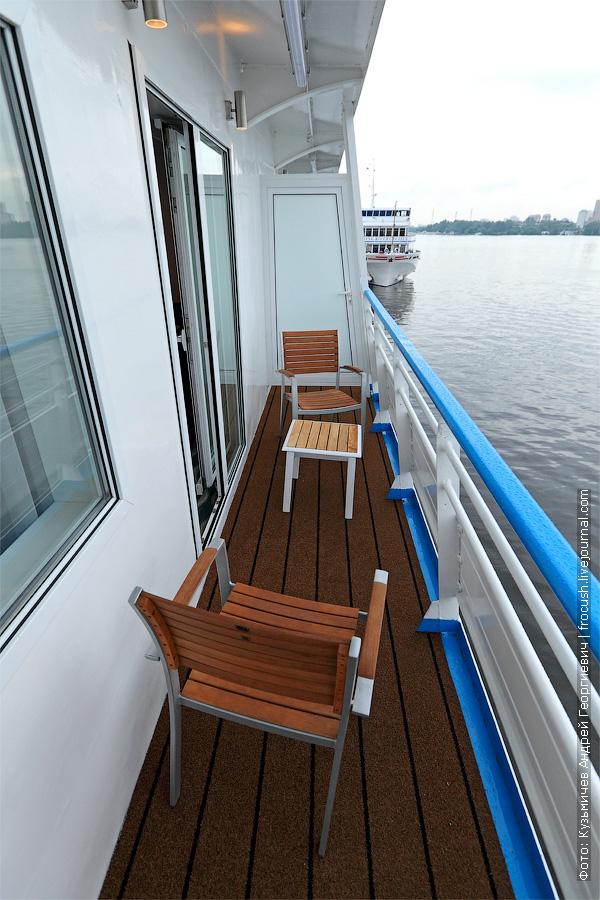 Балкон двухместного люкса №301 на палубе «Нева» теплохода «Александр Грин»