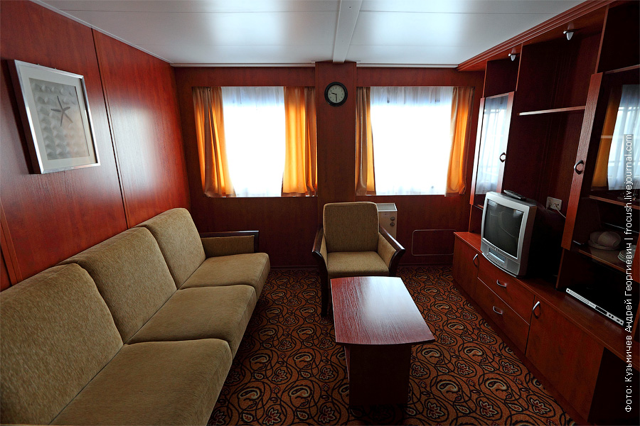 А сейчас мы попали в двухкомнатный люкс на средней палубе. Каюта №359. теплоход «Кронштадт»