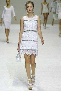 А я иду такая вся в Dolce Gabbana (жакет,платье,юбка ss 11)