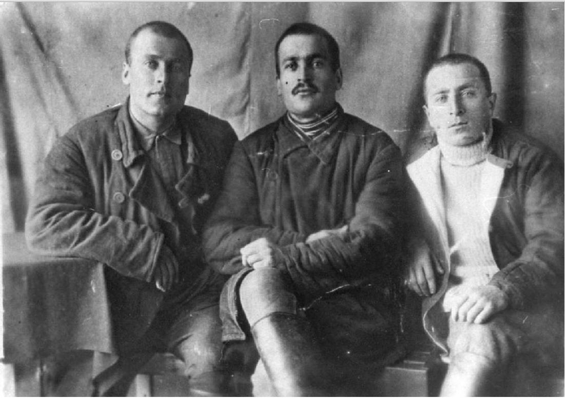 Заключенные шахтеры. Вайгачская экспедиция ОГПУ (остров Вайгач).1933. Слева направо И.А.Гоциридзе, Н.В.Кукурадзе, И.А.Намидзе