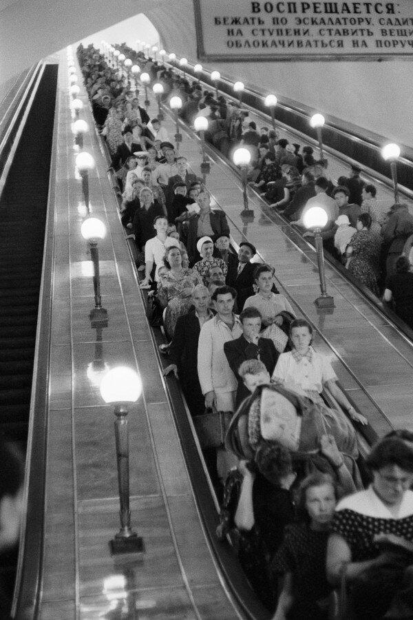 1954. Москва. В метрополитене