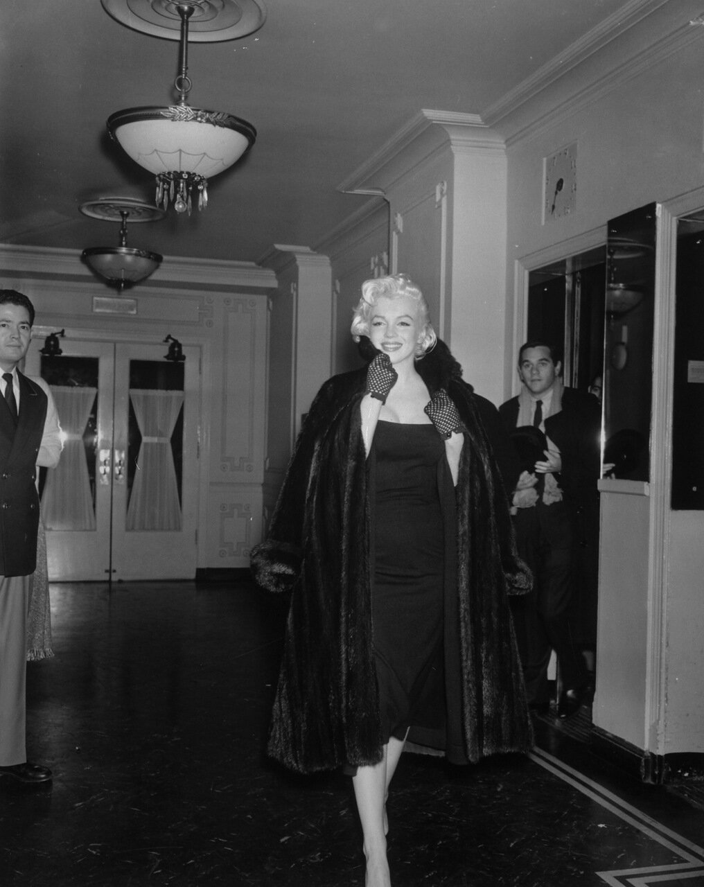 Marilyn Monroe Walking Down Hallway