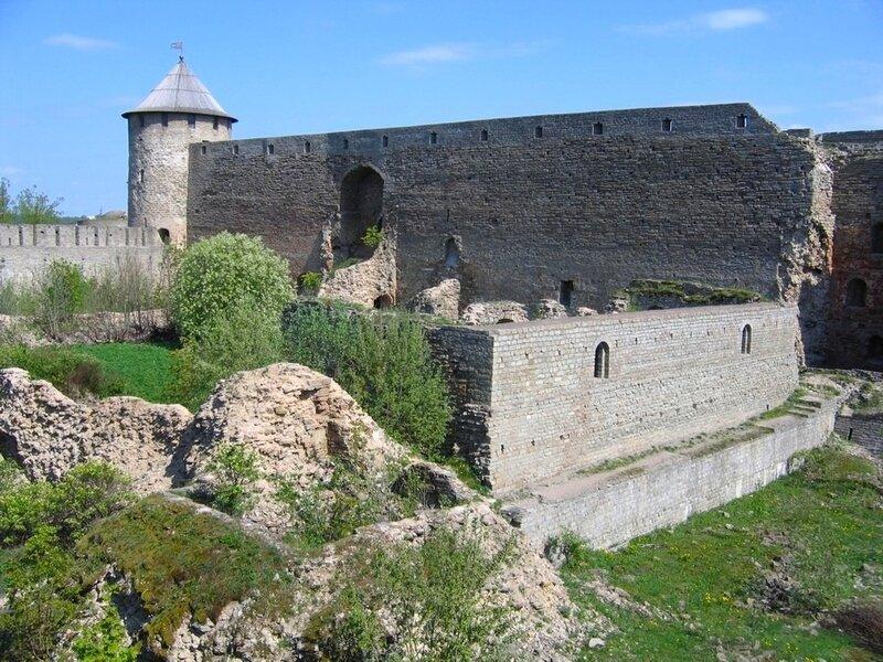 Внутри Ивангородской крепости