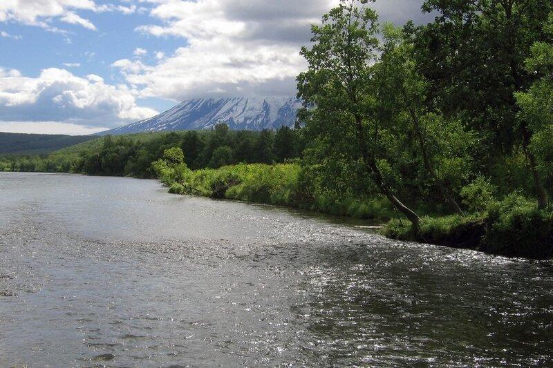 Река у подножия вулкана Дзензур, Камчатка