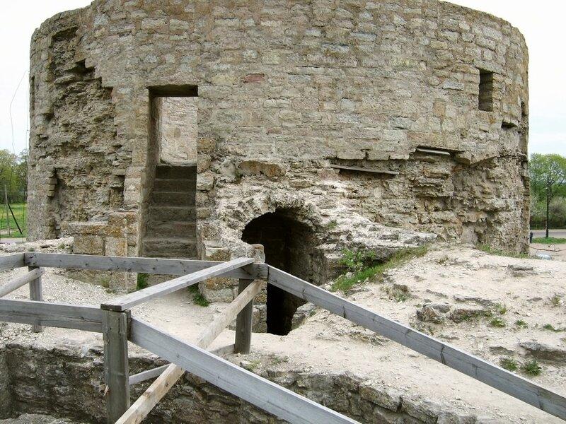 Средняя башня, крепость Копорье