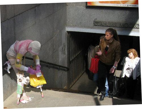 Попрошайка у метро