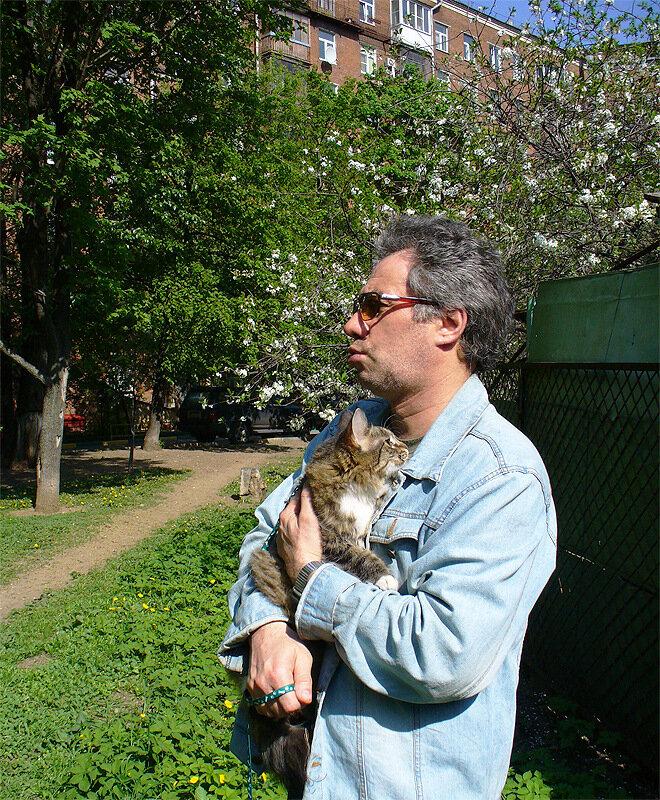 Муж, Дуся, забор, вишневые цветы