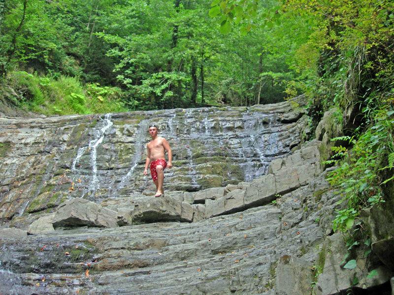 На обрыве водопада, photo foto fotki history россия адлер сочи кавказ кавказские горы пейзаж фото фотки апарышев