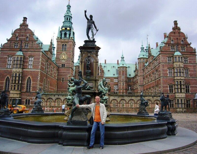 Общий вид королевского замка Frederiksborg. В центре фонтан Нептун.