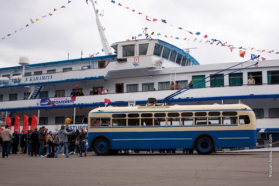 Теплоход «Николай Карамзин» троллейбус МТБ-82