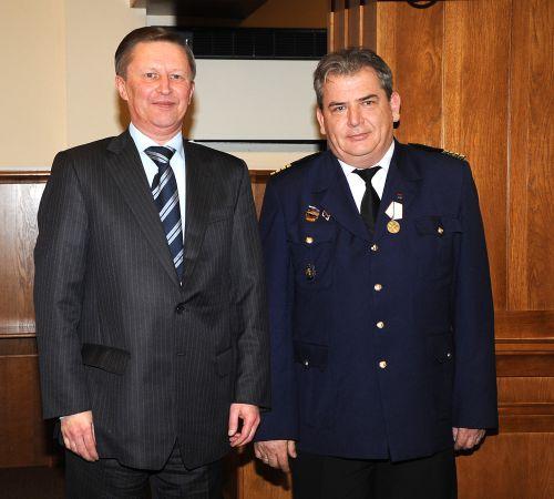 Медаль «За спасение погибавших» вручена капитану Приморского морского пароходства