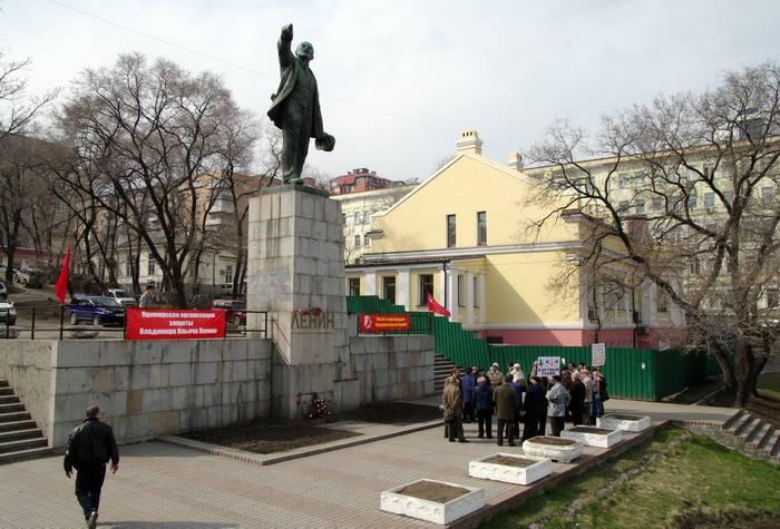 Во Владивостоке отметили день рождения Ленина (ФОТО)