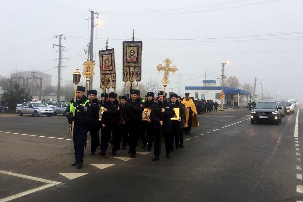 Крестный ход ГИБДД в Краснодаре, на опасном участке движения, 18 ноября, 2017-го г.(6-1024)