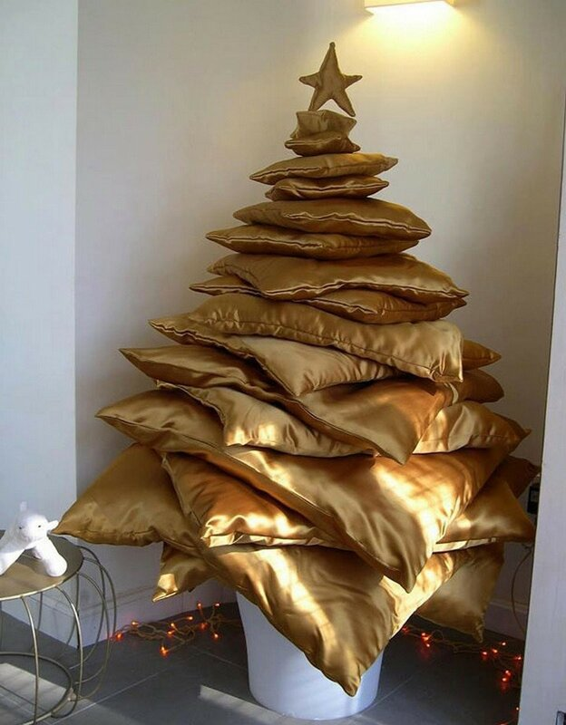 елка-из-подушек.jpg