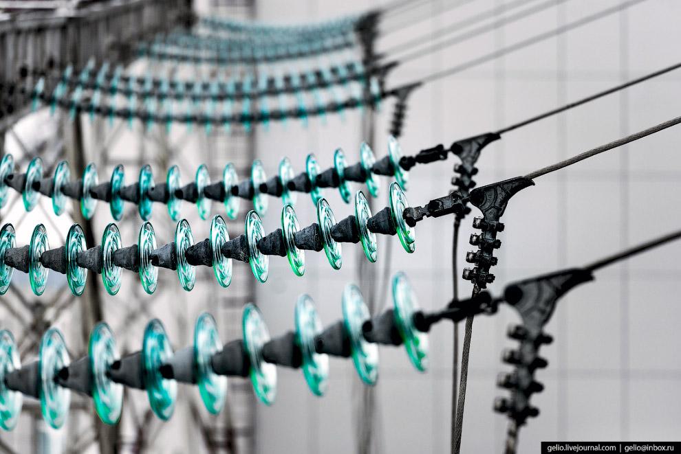 39. Вилюйский гидроузел расположен на слое вечной мерзлоты толщиной около 300 метров. Среднегодовая