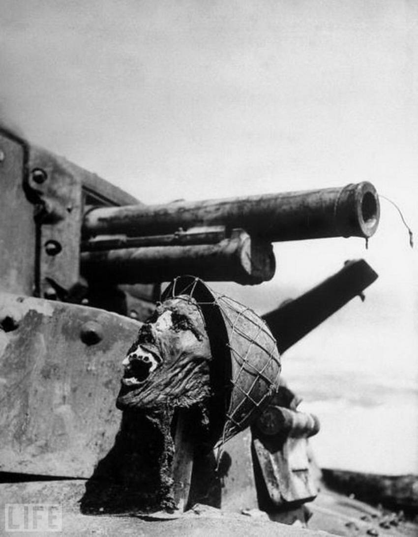 Автор фото: Ральф Морс (Ralph Morse), 1943. Голова японского солдата на танке.   Освобож