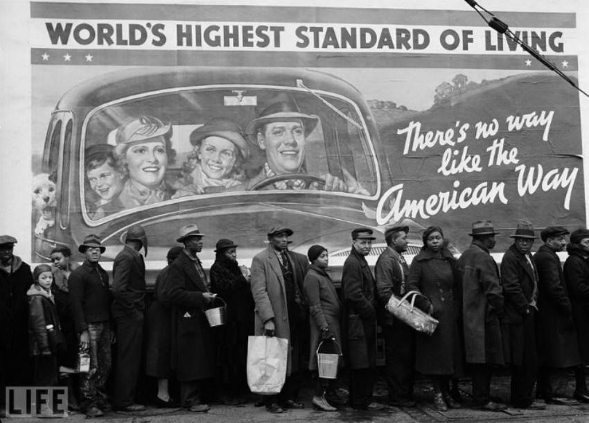 Автор фото: Маргарет Бурк-Уайт (Margaret Bourke-White), 1937. Очередь за едой у пункта Красного крес