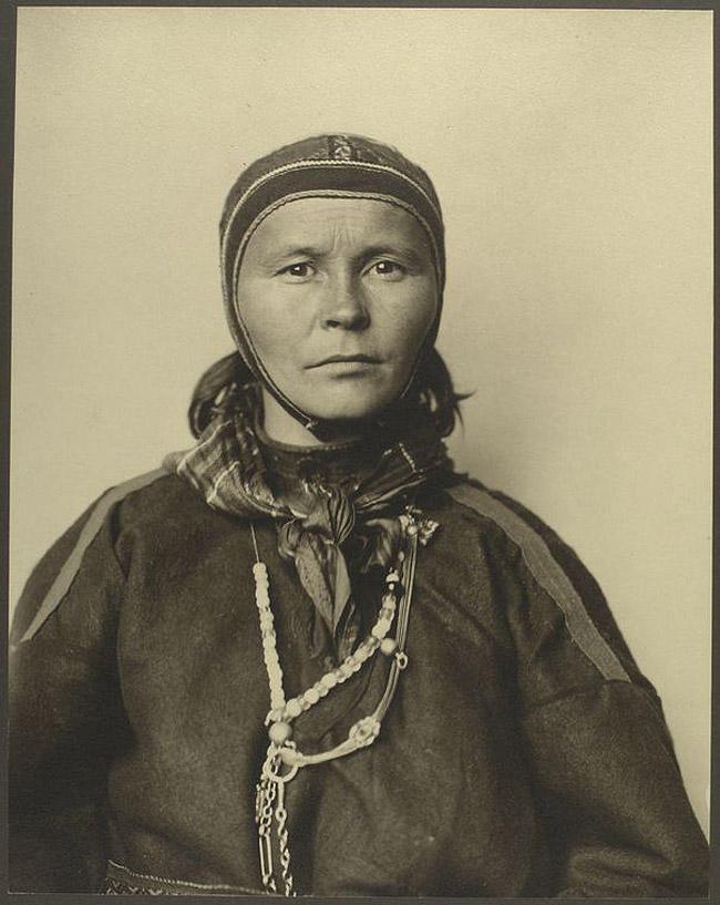2. Саамская женщина из Финляндии